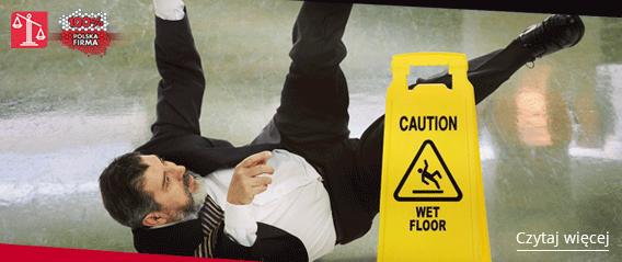 mężczyzna upadający po poślizgu w miejscu publicznym